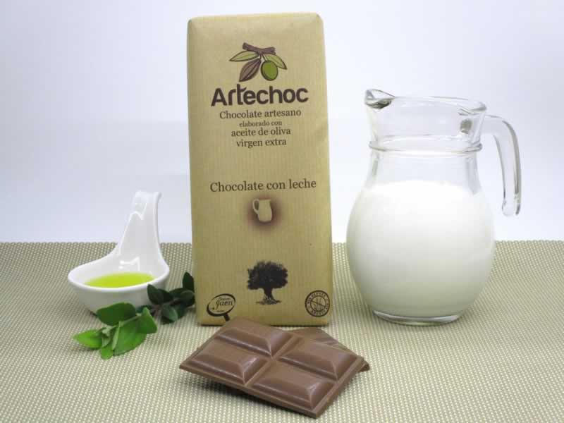 Chocolate artesano con aceite de oliva virgen extra (AOVE) con leche. Artechoc de Baeza, Jaén, Andalucía, España