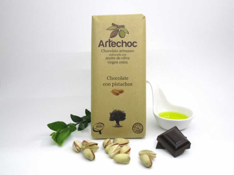 Tableta de chocolate negro artesano con aceite de oliva virgen extra (AOVE) y pistachos. Sin gluten. Artechoc. Jaén