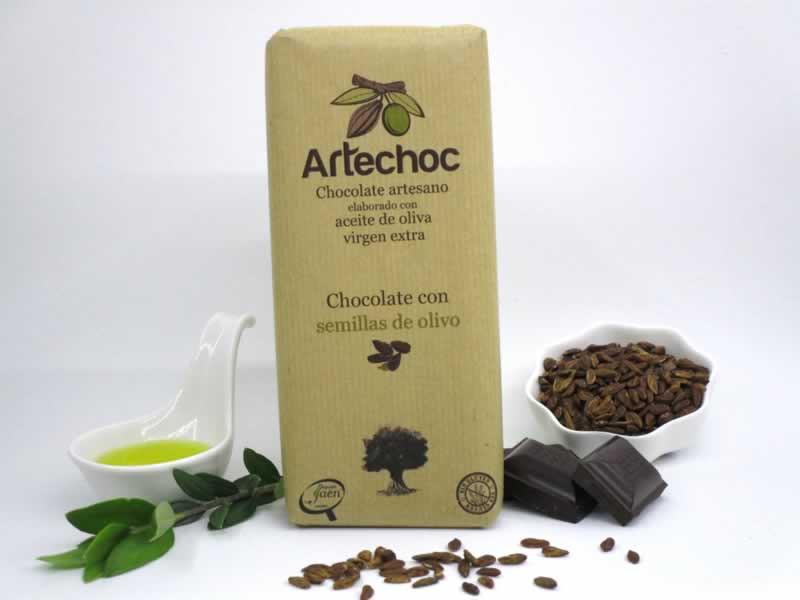 Chocolate puro artesano con aceite de oliva virgen extra (AOVE) y semillas de olivo. Sin gluten. De Artechoc en Baeza.