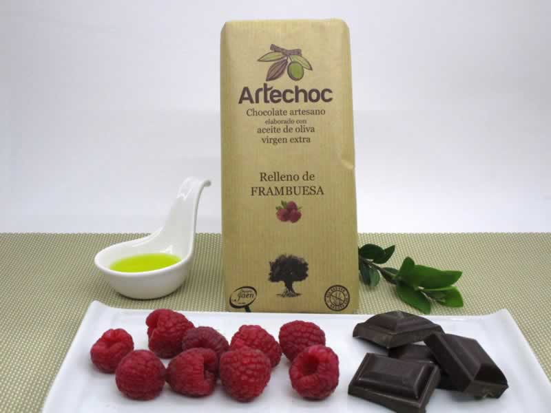 Tableta artesanal de chocolate negro con aceite de oliva virgen extra (AOVE) rellena de crema de frambuesa. Sin gluten.