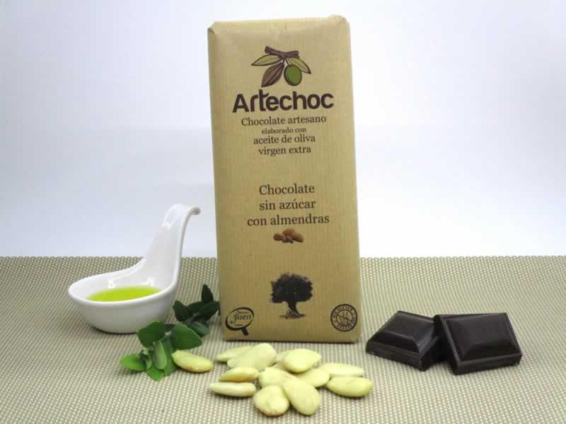 Tableta de chocolate negro artesano con aceite de oliva virgen extra (AOVE) sin azúcar con almendras. Sin gluten. Artechoc.